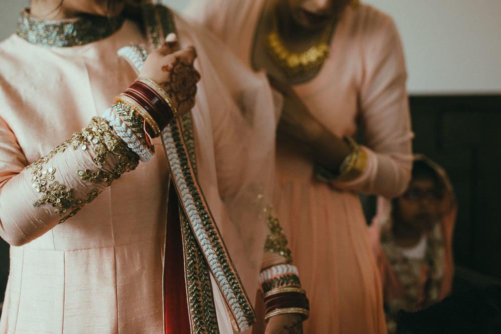 indian-bride-getting-ready (10).jpg