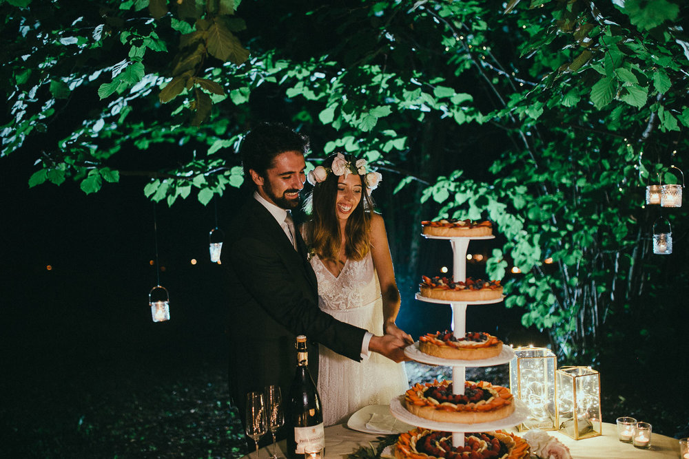 126-wedding-cake-cut.jpg
