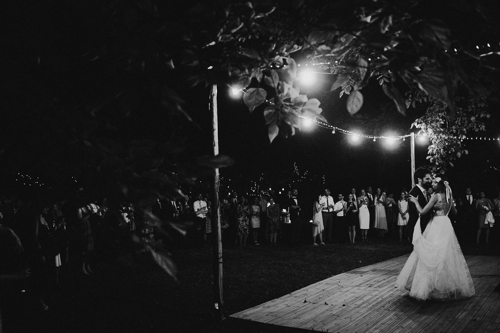 129-bride-and-groom-dancing.jpg