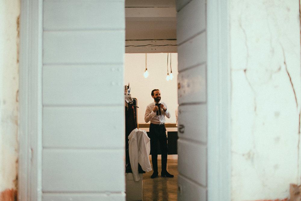 groom-getting-ready (18).jpg