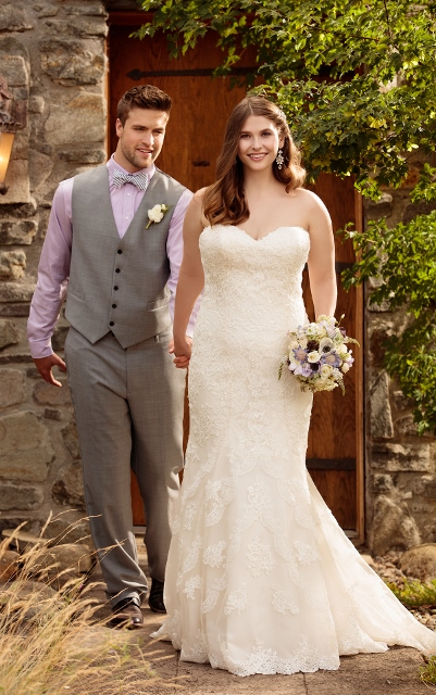Sweetheart neckline plus size wedding dress