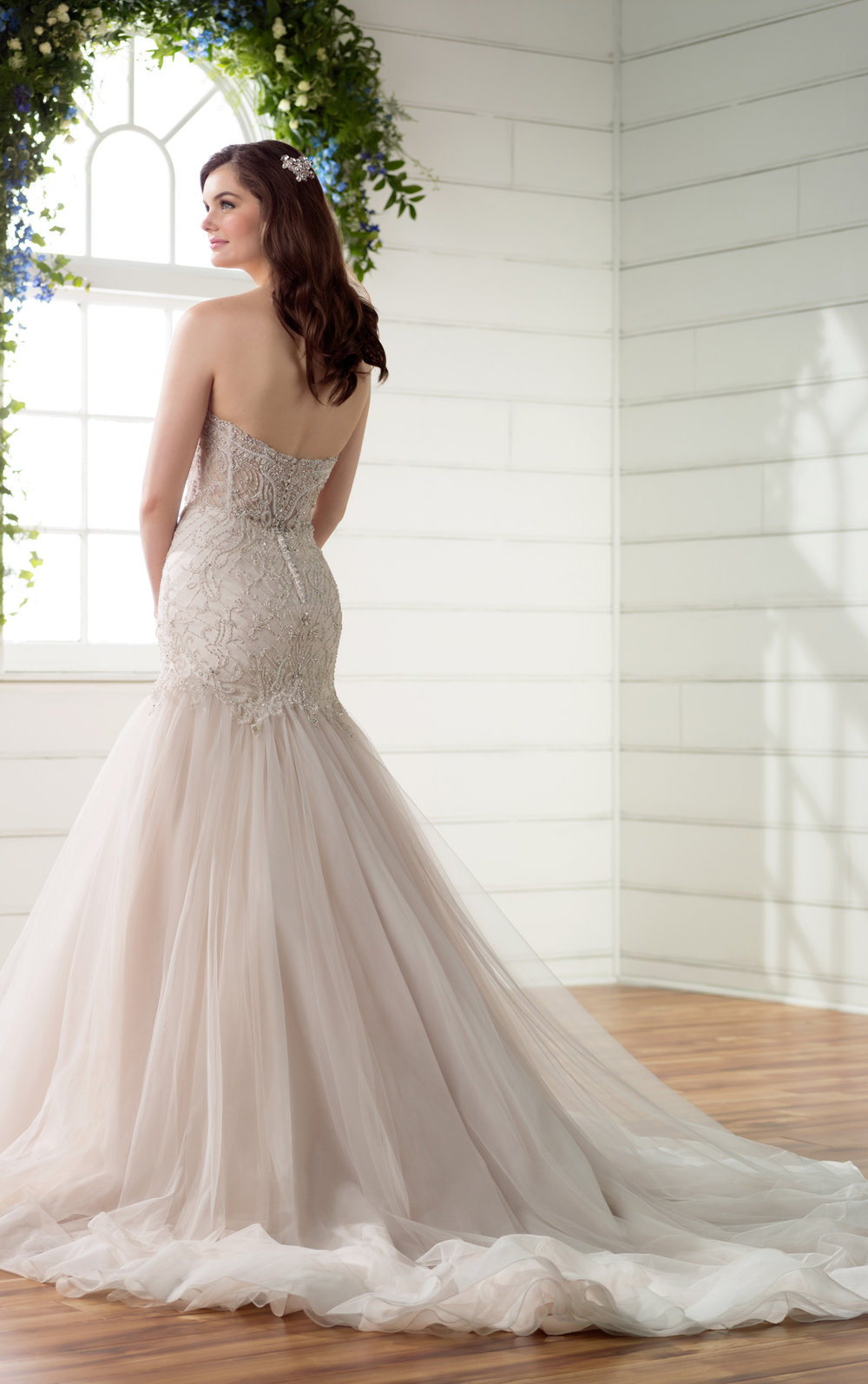 Strapless sweetheart neckline wedding dress