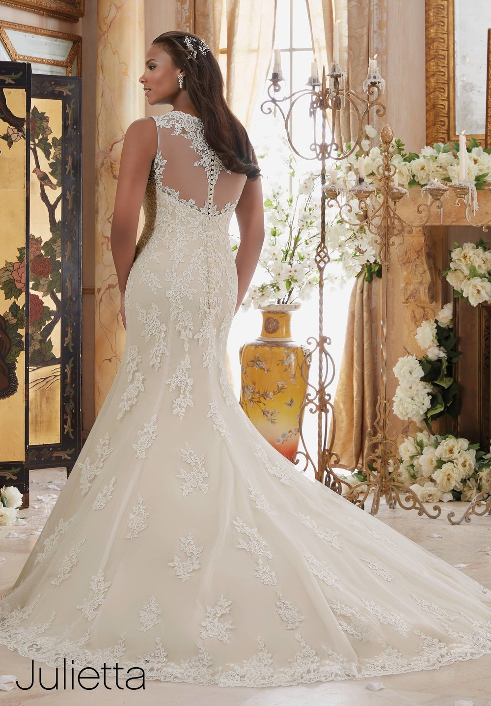 Scalloped edging beaded plus size wedding dress