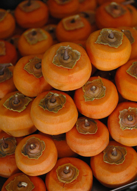 Persimmons peeled for drying.