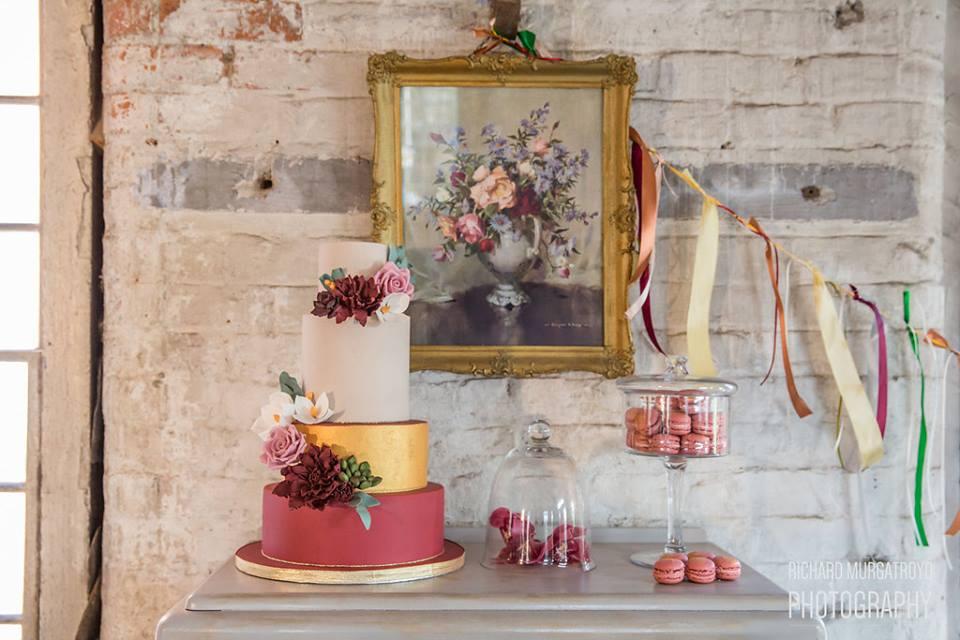 creative wedding cakes Nottingham
