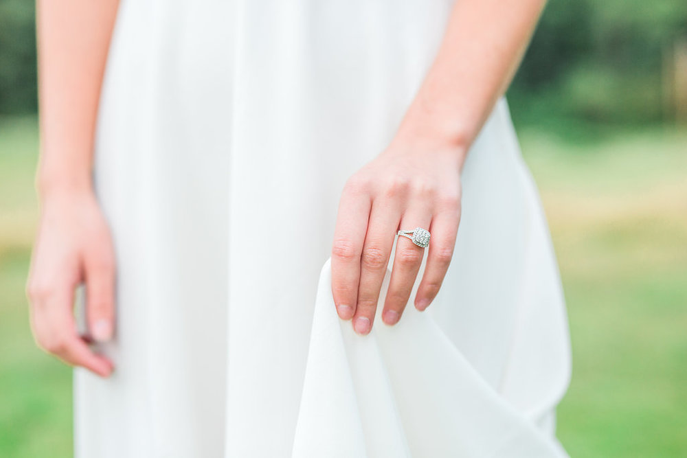 Beautiful outdoor engagement session | What to wear | Photo Inspiration | Engagement session | Gorgeous Engagement Ring | White | Detail Shots | Mastin Labs