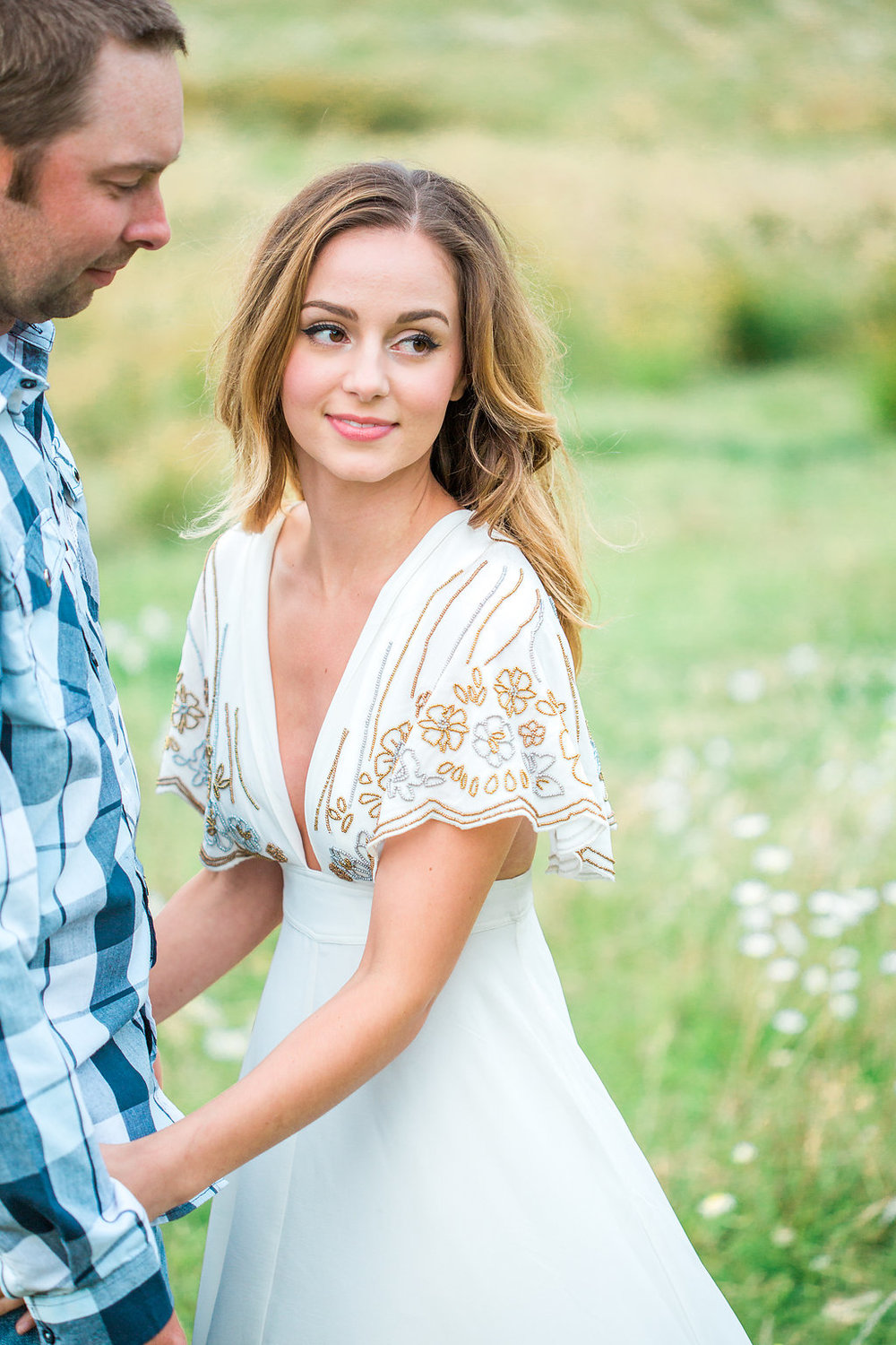 Beautiful outdoor engagement session | What to wear | Photo Inspiration | Engagement session | White | Detail Shots | Mastin Labs | Engaged | Fuji 400 | Portrait | Couple in Love