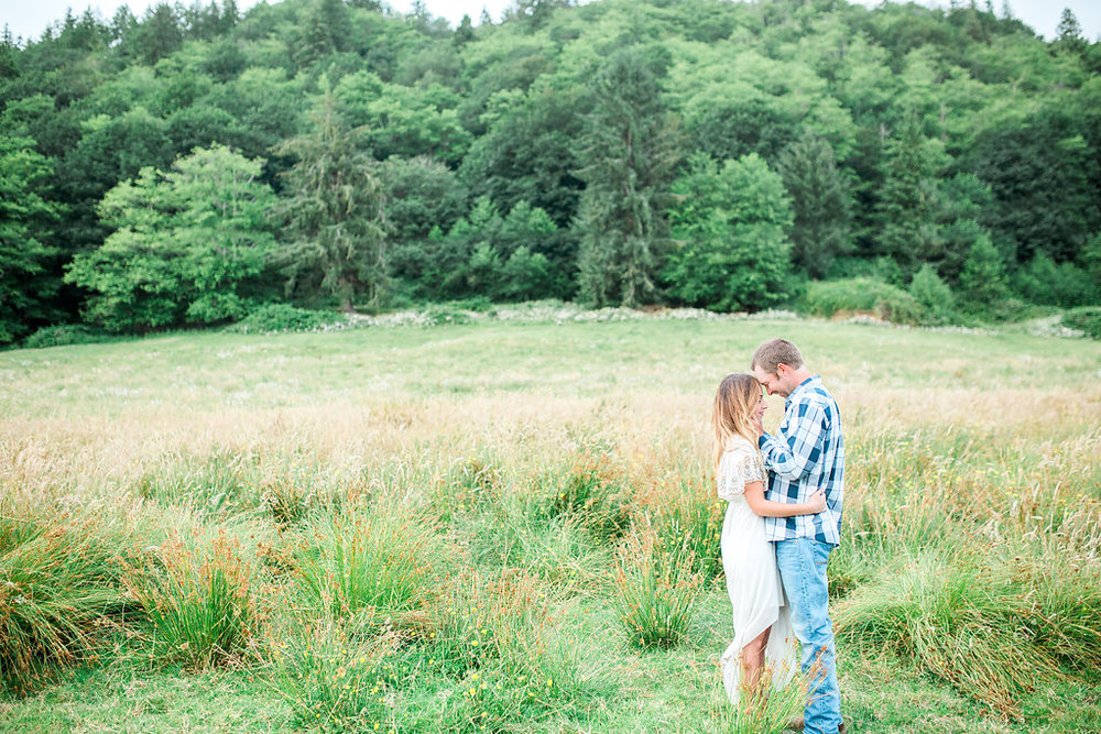 Beautiful outdoor engagement session | What to wear | Photo Inspiration | Engagement session | Portrait | White | Detail Shots | Mastin Labs | Engaged | Fuji 400 | Beautiful Couple | Couple in Love | Beautiful posing | Green Field Session