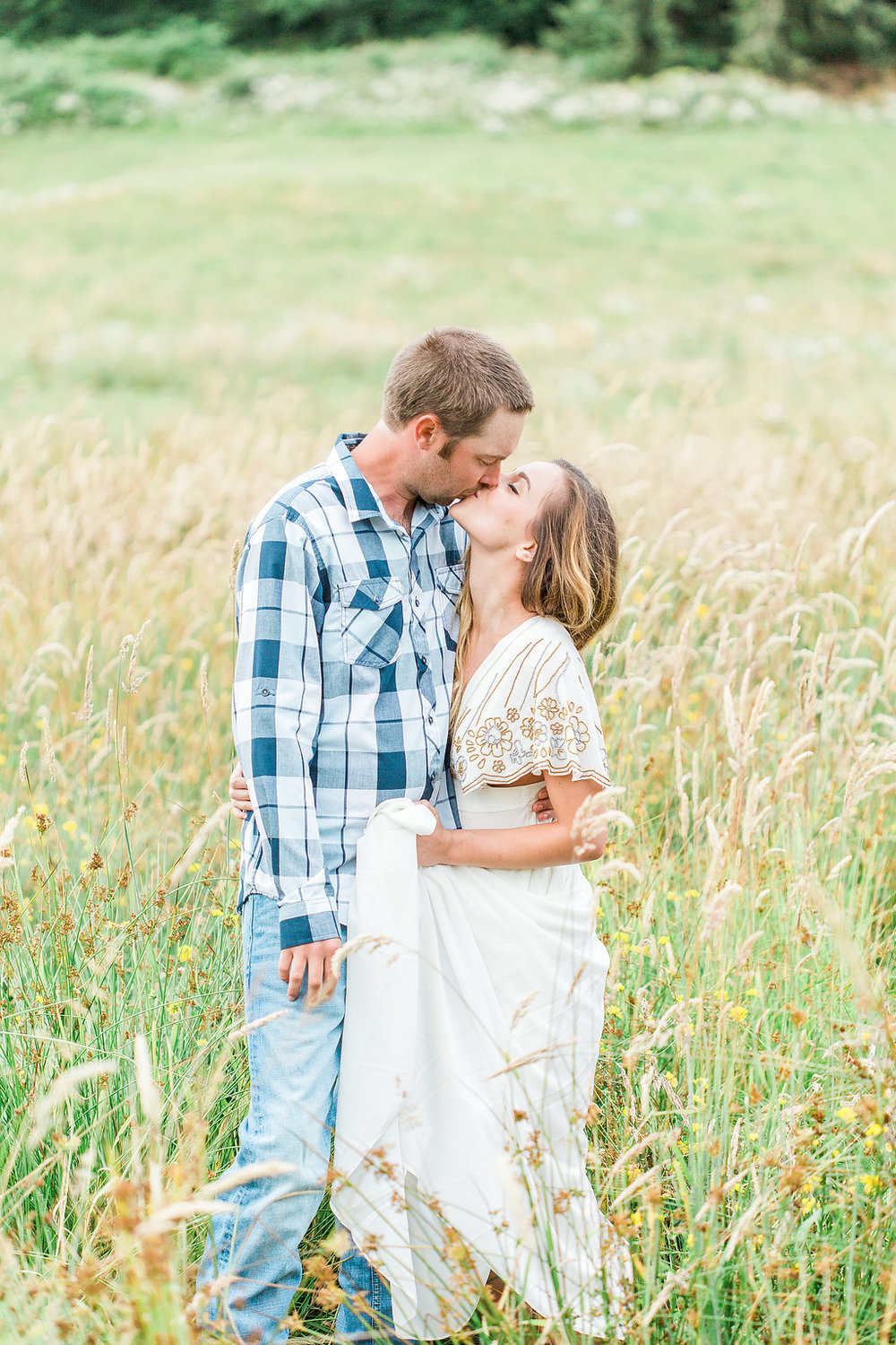 Beautiful outdoor engagement session | What to wear | Photo Inspiration | Engagement session | Portrait | White | Detail Shots | Mastin Labs | Engaged | Fuji 400 | Beautiful Couple | Couple in Love | Beautiful posing | Hair Piece for Photo Session | Engaged to be Married | Kiss in a Field
