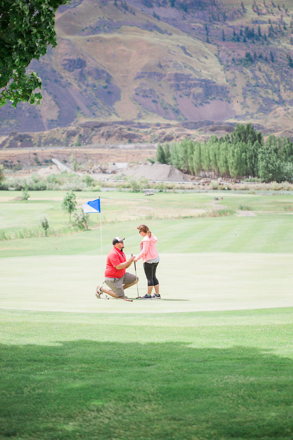 Golf Course Proposal | 9th Hole Proposal | Golf Course Photo Session | Beautiful Engagement Session | Seattle Wedding Photographer | Surprise Proposal