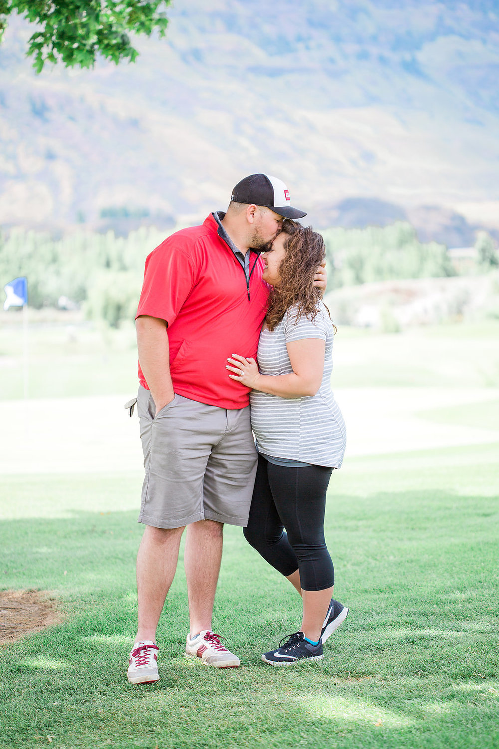 Golf Course Proposal | 9th Hole Proposal | Golf Course Photo Session | Beautiful Engagement Session | Seattle Wedding Photographer | Surprise Proposal | Beautiful Posing with Couples