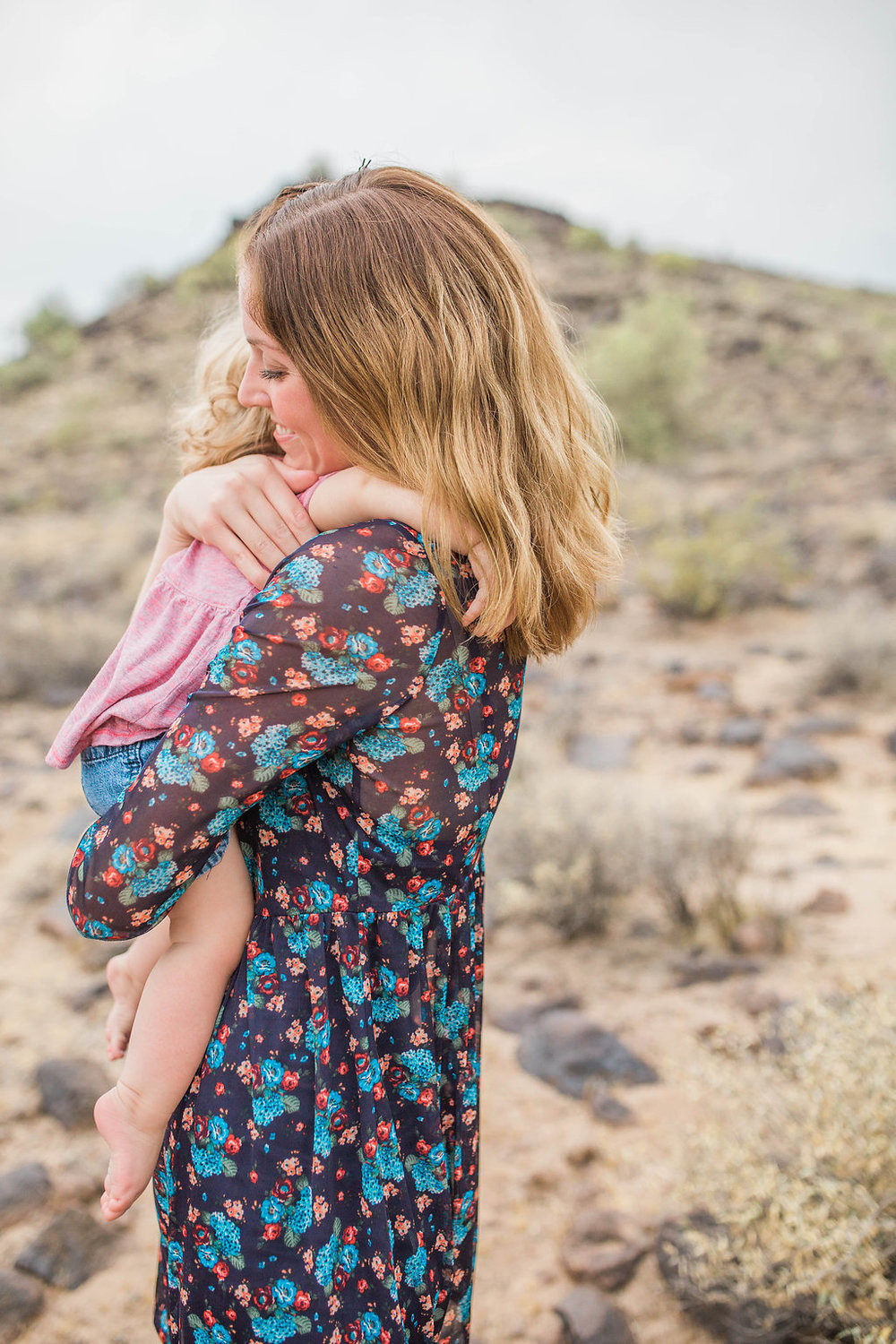 Desert Family Photo Shoot in Arizona | Emma Rose Company | Portrait Photographer | Seattle Wedding Photographer | Adorable Family Photo Shoot Outside | Family Posing | Cute Kids with Dad | Family Photo Shoot | Mother Daughter Family Pictures