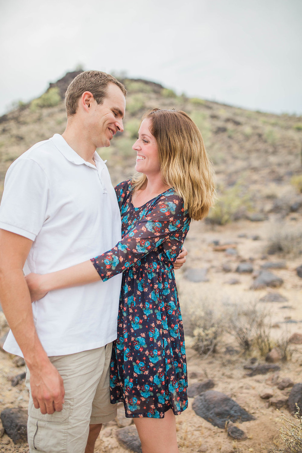 Desert Family Photo Shoot in Arizona   Emma Rose Company   Portrait Photographer   Seattle Wedding Photographer   Adorable Family Photo Shoot Outside   Family Posing   Cute Kids with Dad   Family Photo Shoot   Husband and Wife Pictures   What to Wear for pictures