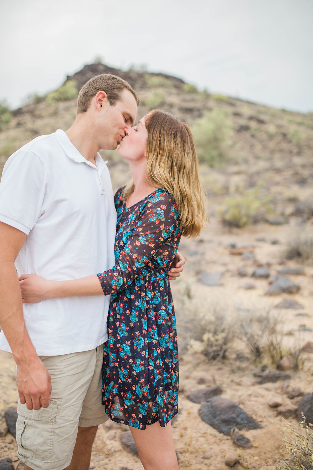 Desert Family Photo Shoot in Arizona   Emma Rose Company   Portrait Photographer   Seattle Wedding Photographer   Adorable Family Photo Shoot Outside   Family Posing   Cute Kids with Dad   Family Photo Shoot   Husband and Wife Pictures   What to Wear for pictures   Kiss shot