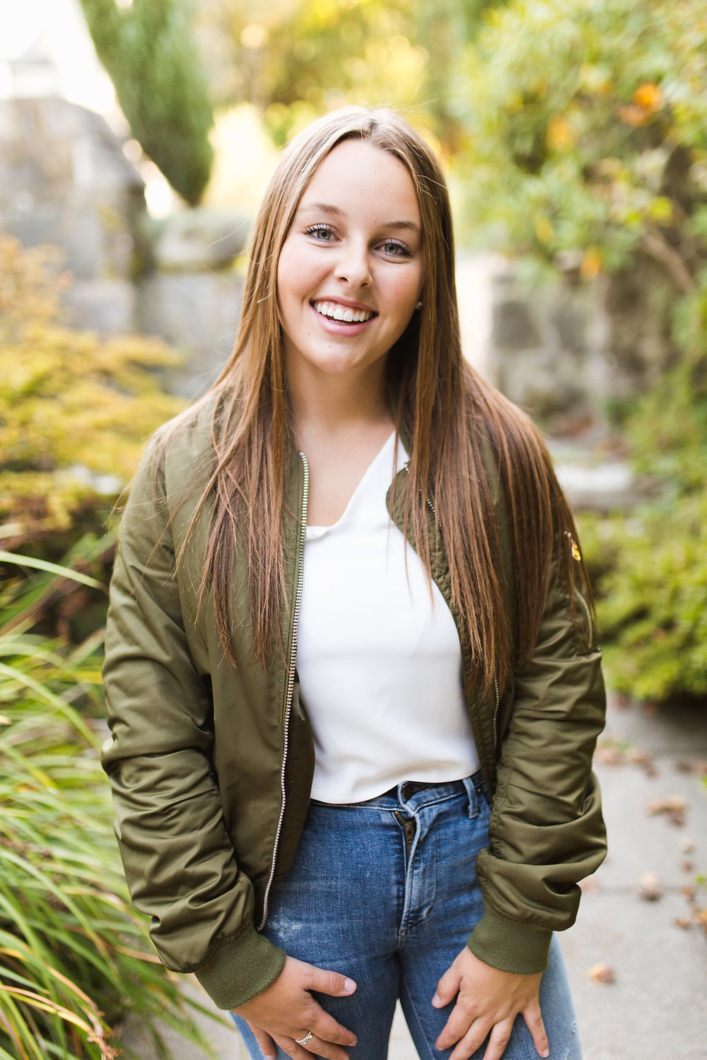 Seattle Senior Photographer | Washington Park Arboretum | Seattle Washington | Class of 2017 | Senior Posing and Styling | Fall Senior Session | What to Wear Senior Pictures