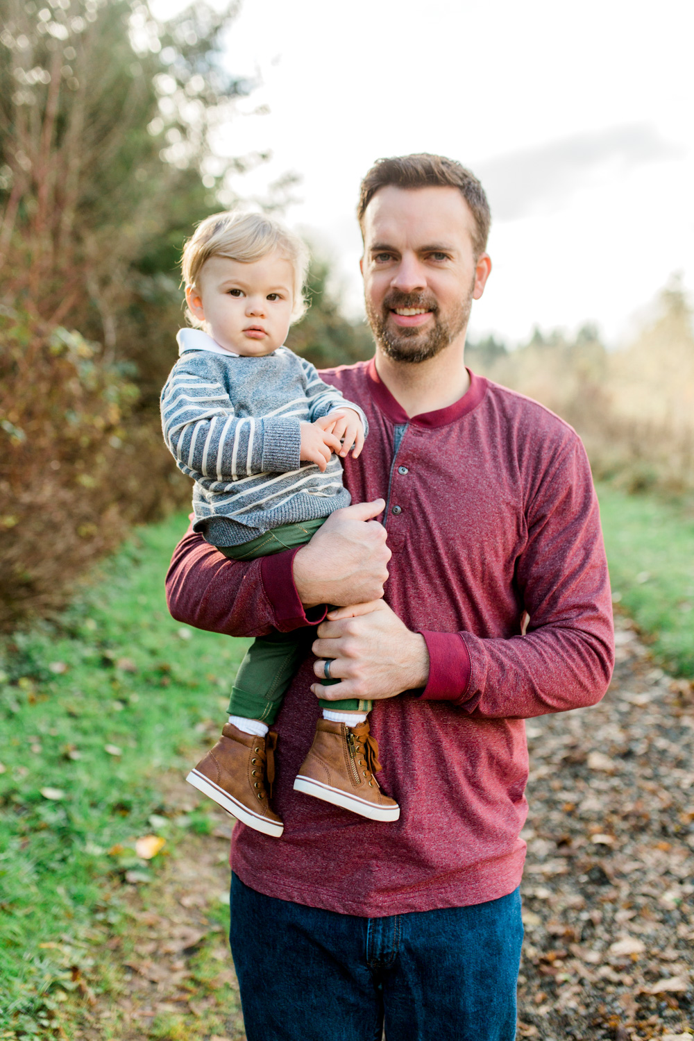 Olympia, Washington Family Photo Session | What to Wear for Family Pictures | Holiday Christmas Session | Beautiful Family Portraits | Pacific Northwest | Father Son Photo | Mastin Labs