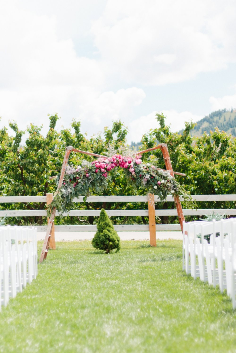 Wenatchee Wedding Photographer | Hampton Hideaway | Summer Rustic Wedding Eastern Washington | Emma Rose Company | Pastel Wedding Inspiration | Lace Wedding | Pacific Northwest Wedding 120.jpg