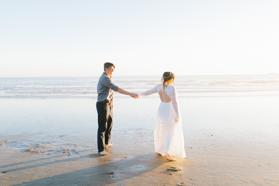 Oceanside Oregon Beach Wedding | Sunset Portraits by the Ocean | Oregon Bride | Oregon Wedding Photography | Wedding on the Beach | Bride and Groom Beach Portraits-12.jpg