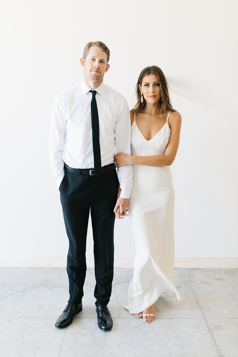Posing for Couples - A guide For Brides & Grooms | www.emmaroseco.com