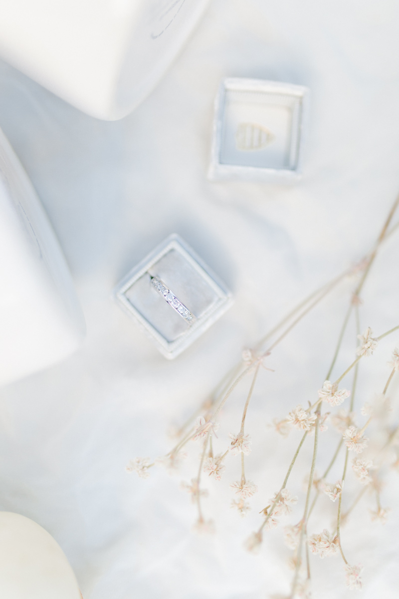 Stunning Fall Washington Wedding | PNW Wedding | Seattle Wedding Photographer Light and Airy | VSCO | Emma Rose Company Photography | Hydrangea Wedding Dress | Wedding Details | Non Traditional Wedding Gown-3.jpg