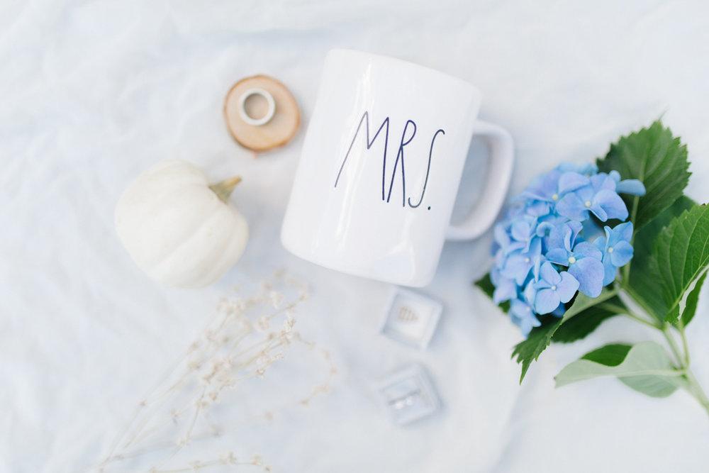 Stunning Fall Washington Wedding | PNW Wedding | Seattle Wedding Photographer Light and Airy | VSCO | Emma Rose Company Photography | Hydrangea Wedding Dress | Wedding Details | Non Traditional Wedding Gown-4.jpg
