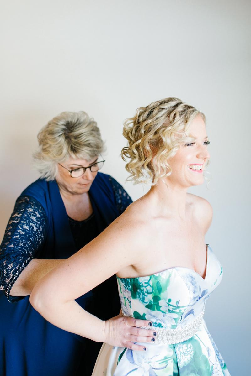 Stunning Fall Washington Wedding | PNW Wedding | Seattle Wedding Photographer Light and Airy | VSCO | Emma Rose Company Photography | Hydrangea Wedding Dress | Wedding Details | Non Traditional Wedding Gown-11.jpg