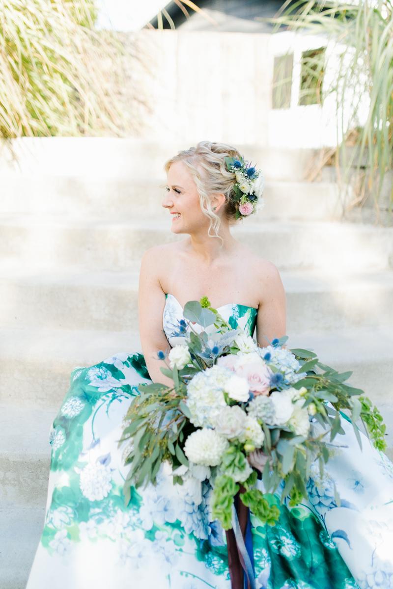 Stunning Fall Washington Wedding | PNW Wedding | Seattle Wedding Photographer Light and Airy | VSCO | Emma Rose Company Photography | Hydrangea Wedding Dress | Wedding Details | Non Traditional Wedding Gown-28.jpg
