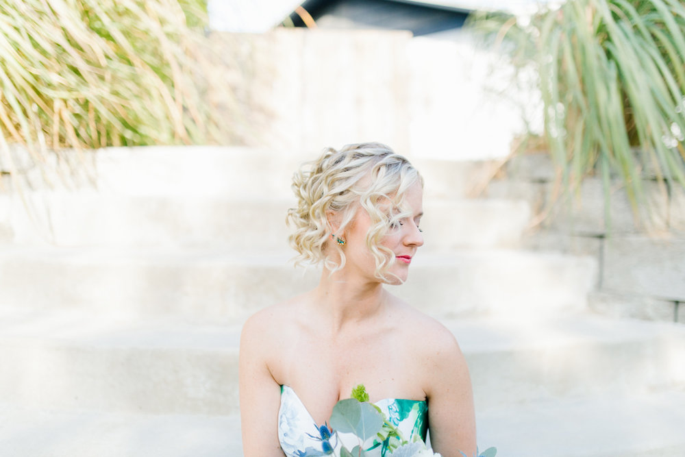 Stunning Fall Washington Wedding | PNW Wedding | Seattle Wedding Photographer Light and Airy | VSCO | Emma Rose Company Photography | Hydrangea Wedding Dress | Wedding Details | Non Traditional Wedding Gown-29.jpg