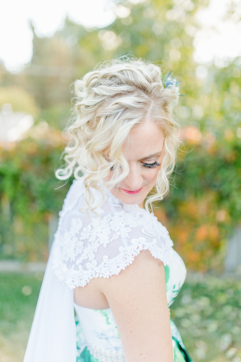 Stunning Fall Washington Wedding | PNW Wedding | Seattle Wedding Photographer Light and Airy | VSCO | Emma Rose Company Photography | Hydrangea Wedding Dress | Wedding Details | Non Traditional Wedding Gown-32.jpg