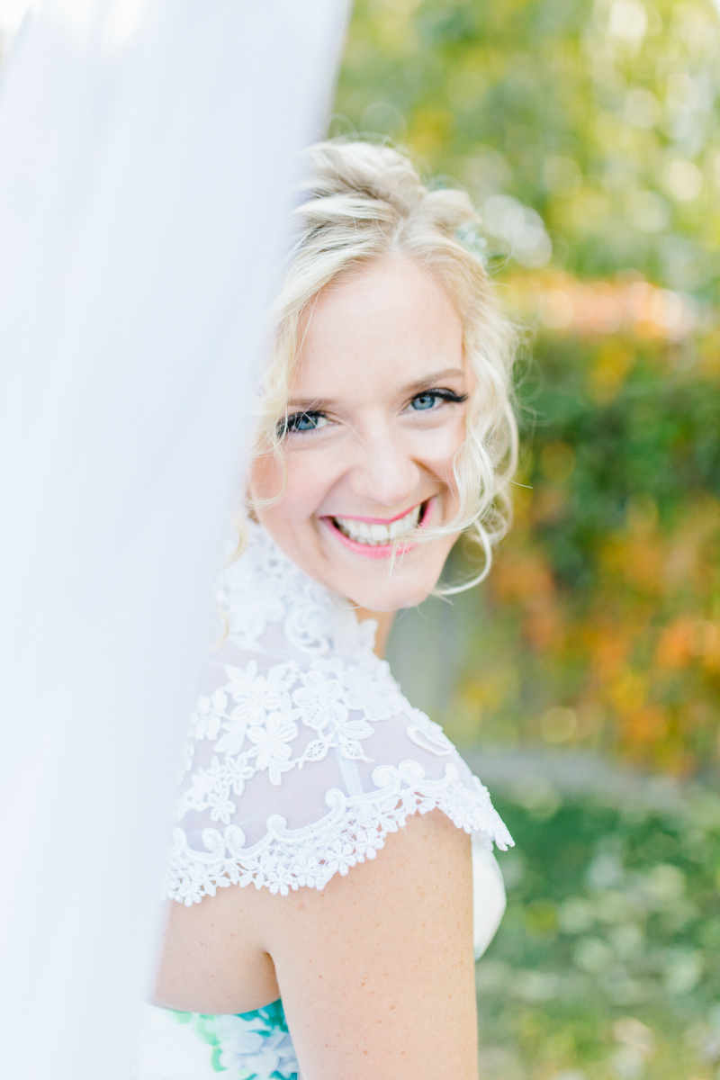 Stunning Fall Washington Wedding | PNW Wedding | Seattle Wedding Photographer Light and Airy | VSCO | Emma Rose Company Photography | Hydrangea Wedding Dress | Wedding Details | Non Traditional Wedding Gown-33.jpg