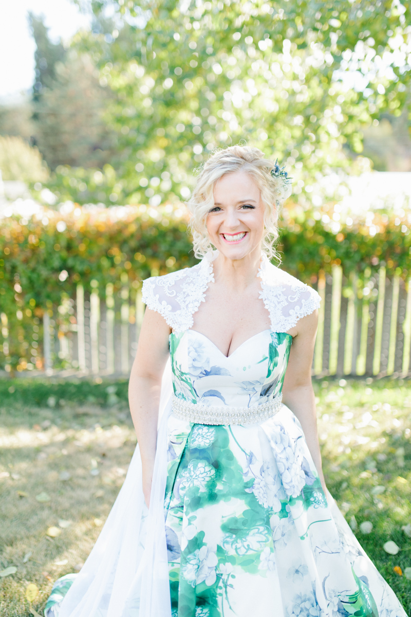 Stunning Fall Washington Wedding | PNW Wedding | Seattle Wedding Photographer Light and Airy | VSCO | Emma Rose Company Photography | Hydrangea Wedding Dress | Wedding Details | Non Traditional Wedding Gown-34.jpg