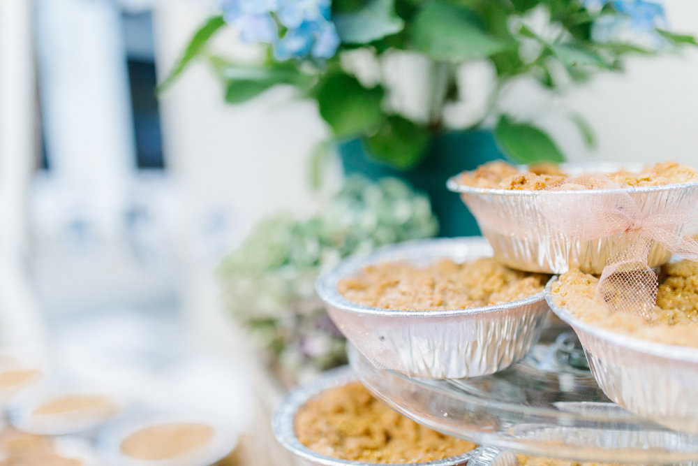 Stunning Fall Washington Wedding | PNW Wedding | Seattle Wedding Photographer Light and Airy | VSCO | Emma Rose Company Photography | Hydrangea Wedding Dress | Wedding Details | Non Traditional Wedding Gown-46.jpg