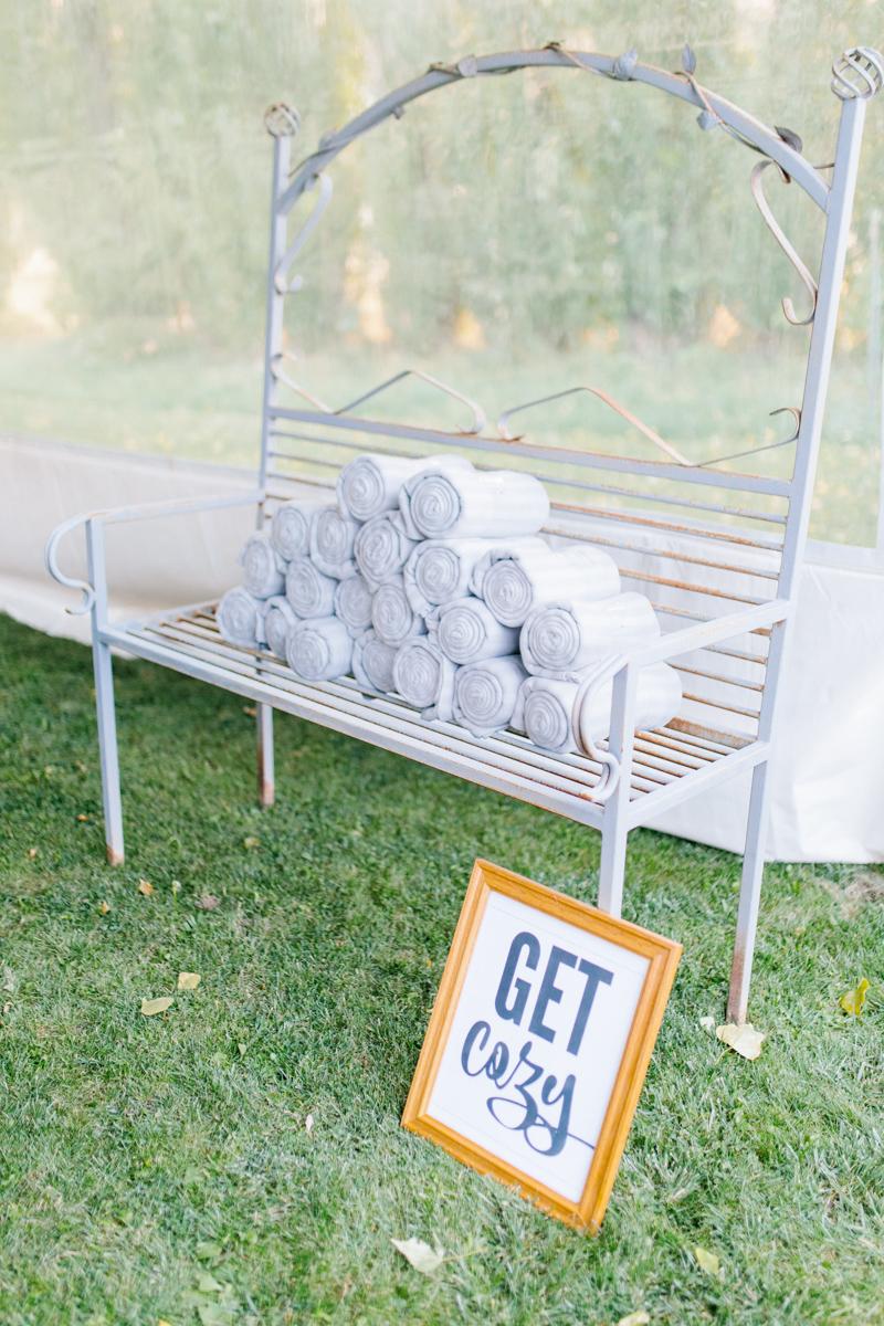 Stunning Fall Washington Wedding | PNW Wedding | Seattle Wedding Photographer Light and Airy | VSCO | Emma Rose Company Photography | Hydrangea Wedding Dress | Wedding Details | Non Traditional Wedding Gown-51.jpg