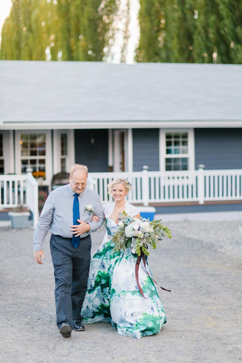 Stunning Fall Washington Wedding | PNW Wedding | Seattle Wedding Photographer Light and Airy | VSCO | Emma Rose Company Photography | Hydrangea Wedding Dress | Wedding Details | Non Traditional Wedding Gown-56.jpg