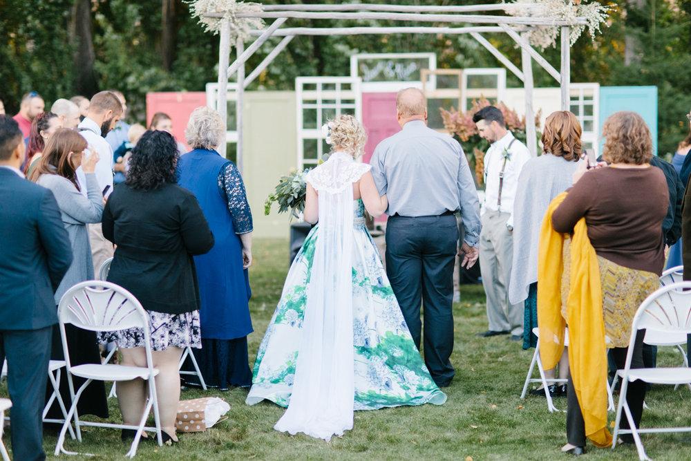 Stunning Fall Washington Wedding | PNW Wedding | Seattle Wedding Photographer Light and Airy | VSCO | Emma Rose Company Photography | Hydrangea Wedding Dress | Wedding Details | Non Traditional Wedding Gown-57.jpg
