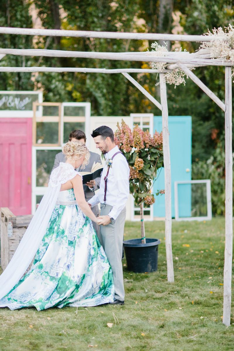 Stunning Fall Washington Wedding | PNW Wedding | Seattle Wedding Photographer Light and Airy | VSCO | Emma Rose Company Photography | Hydrangea Wedding Dress | Wedding Details | Non Traditional Wedding Gown-58.jpg