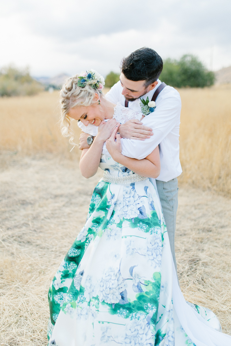 Stunning Fall Washington Wedding | PNW Wedding | Seattle Wedding Photographer Light and Airy | VSCO | Emma Rose Company Photography | Hydrangea Wedding Dress | Wedding Details | Non Traditional Wedding Gown-69.jpg