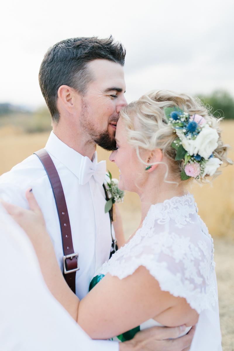 Stunning Fall Washington Wedding | PNW Wedding | Seattle Wedding Photographer Light and Airy | VSCO | Emma Rose Company Photography | Hydrangea Wedding Dress | Wedding Details | Non Traditional Wedding Gown-70.jpg