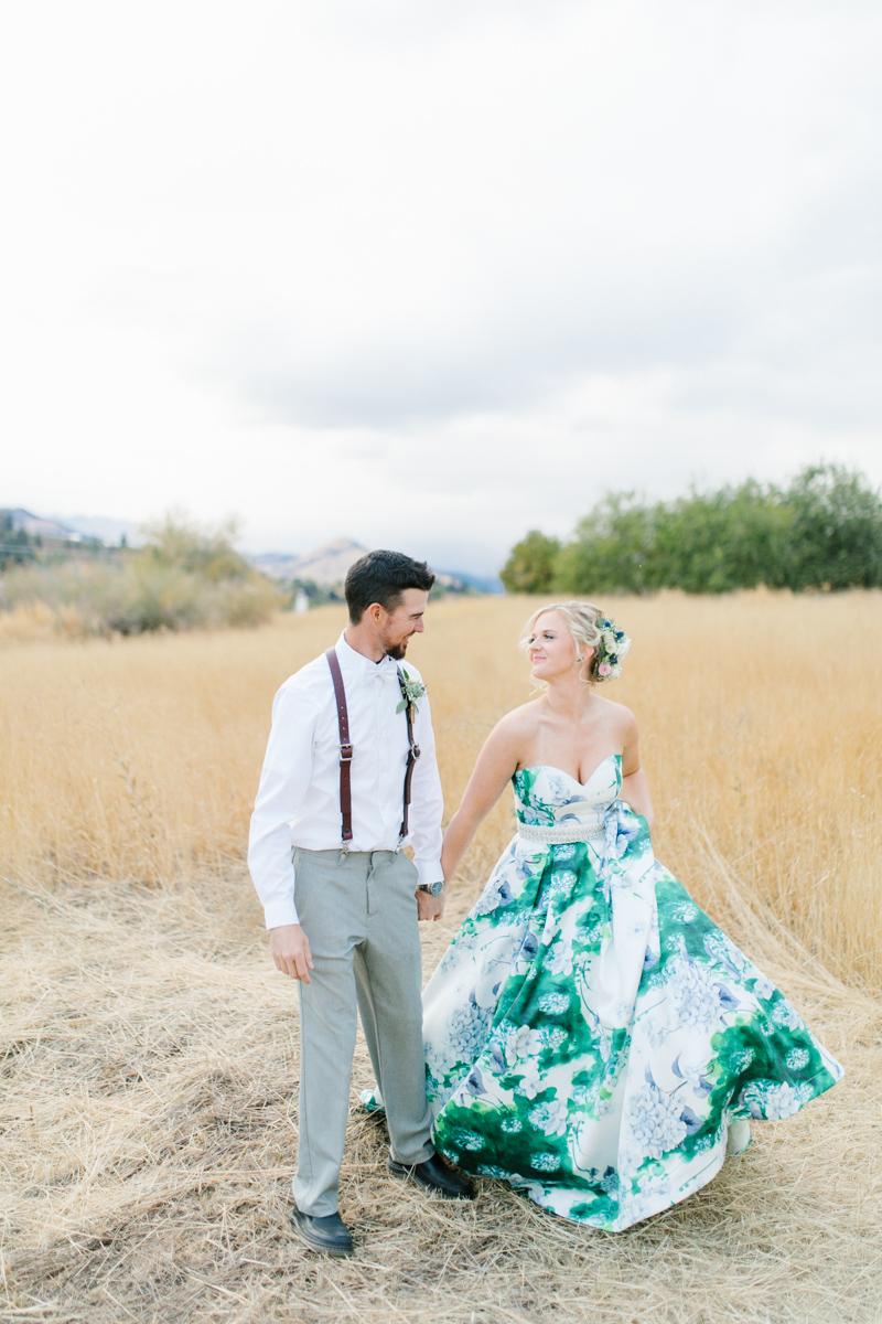 Stunning Fall Washington Wedding | PNW Wedding | Seattle Wedding Photographer Light and Airy | VSCO | Emma Rose Company Photography | Hydrangea Wedding Dress | Wedding Details | Non Traditional Wedding Gown-72.jpg
