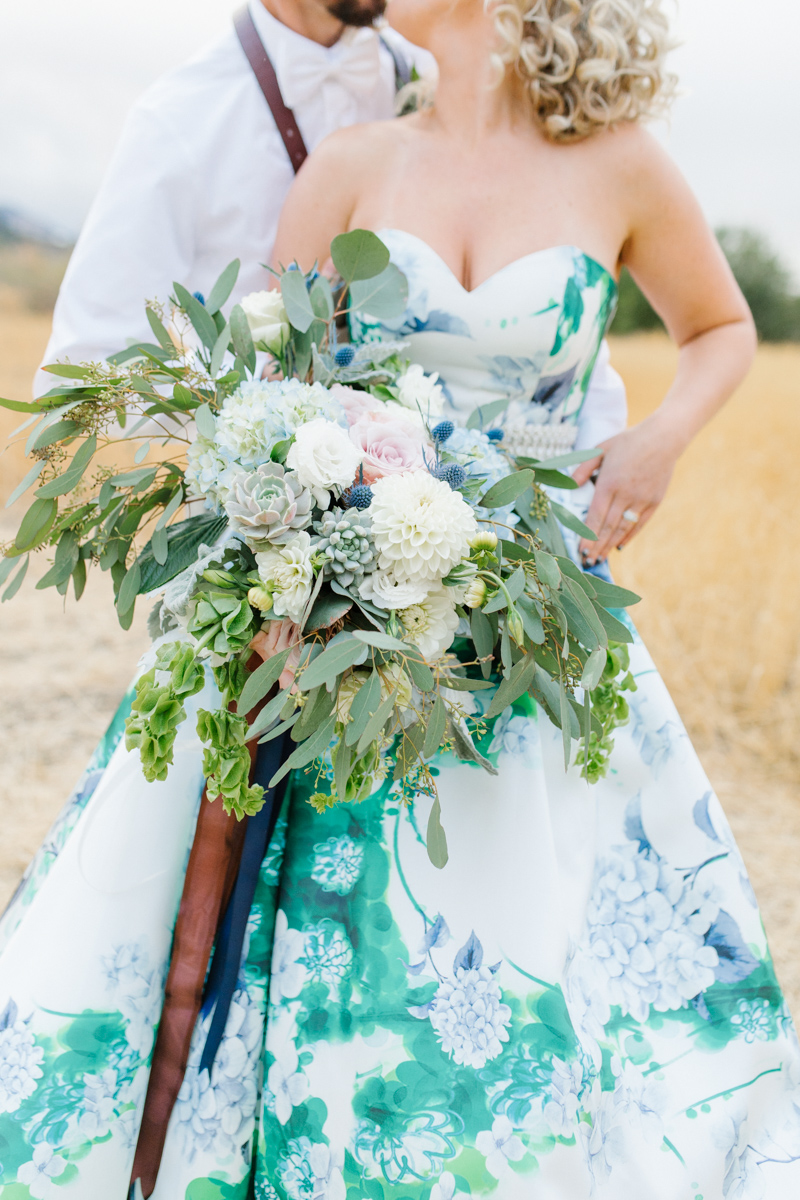Stunning Fall Washington Wedding | PNW Wedding | Seattle Wedding Photographer Light and Airy | VSCO | Emma Rose Company Photography | Hydrangea Wedding Dress | Wedding Details | Non Traditional Wedding Gown-81.jpg