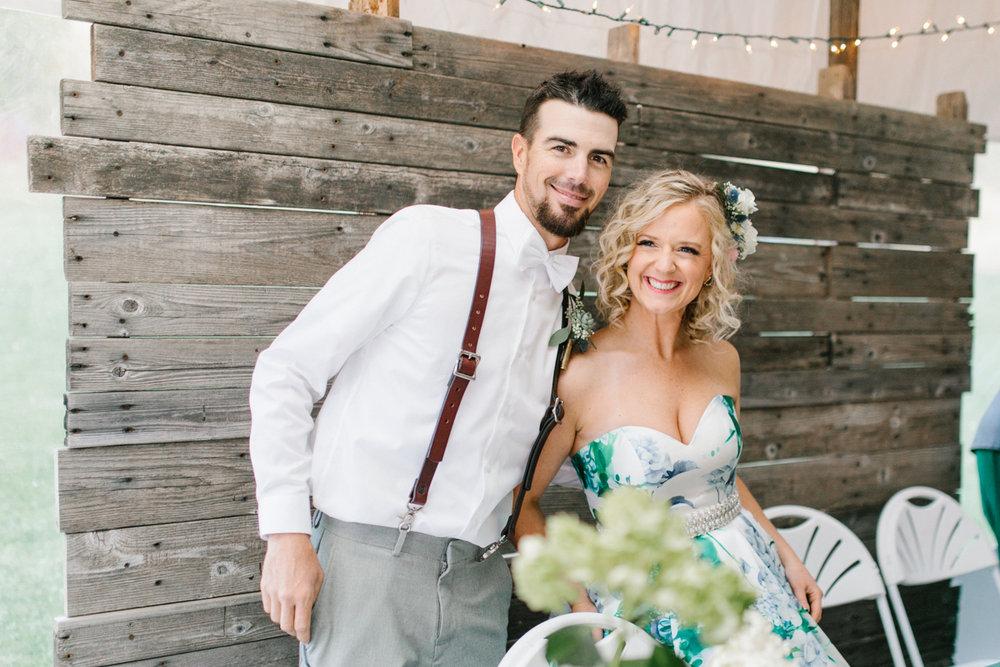 Stunning Fall Washington Wedding | Getting Ready | PNW Bride Wedding | Seattle Wedding Photographer Light and Airy | VSCO | Emma Rose Company Photography | Hydrangea Wedding Dress | Wedding Details | Non Traditional Wedding Gown-102.jpg