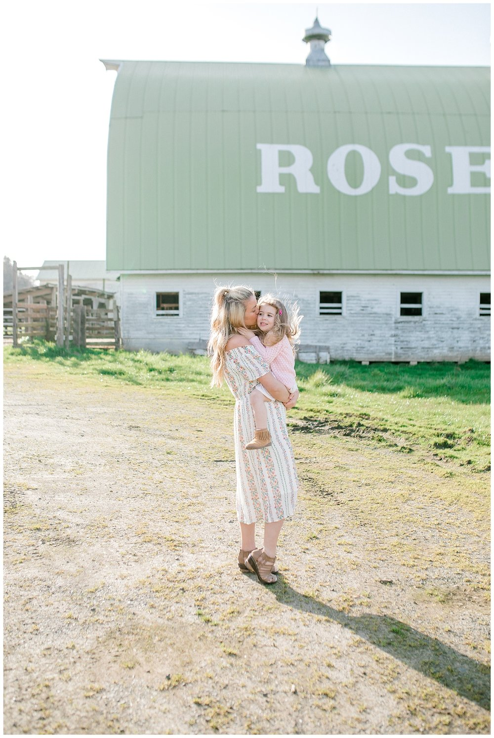 Emma Rose Company Seattle and Portland Wedding and Portrait Photographer | What to Wear for Family Pictures