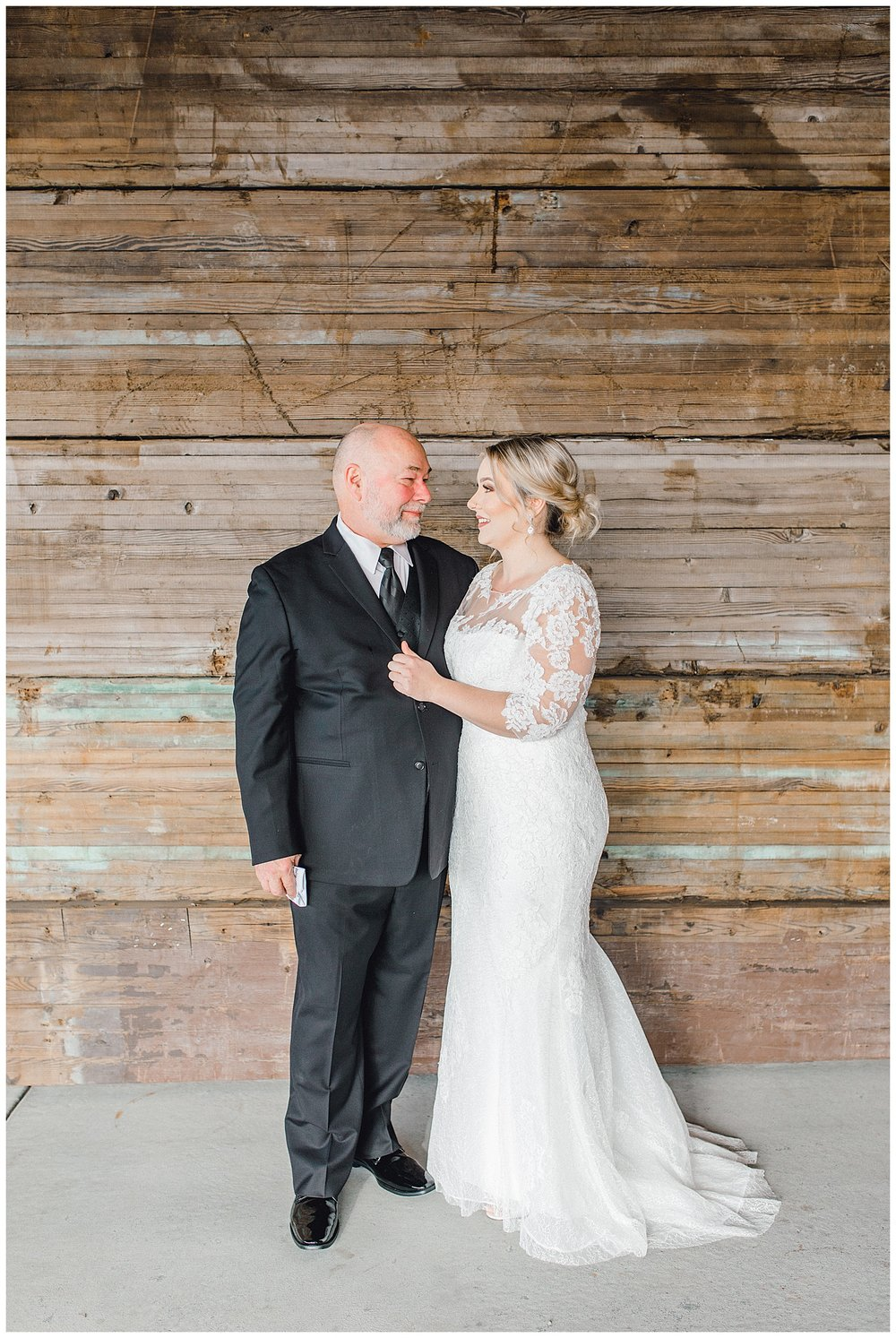 ERC-6929_A beautiful winter wedding in Snohomish, Washington at Thomas Family Farm was simply perfect.  This rustic and modern styled wedding was dripping with romance and photographed by Emma Rose Company, a pacific northwest wedding photographer..jpg