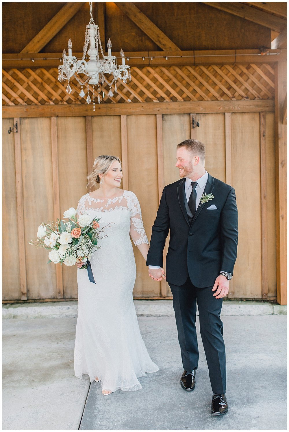 ERC-7132_A beautiful winter wedding in Snohomish, Washington at Thomas Family Farm was simply perfect.  This rustic and modern styled wedding was dripping with romance and photographed by Emma Rose Company, a pacific northwest wedding photographer..jpg