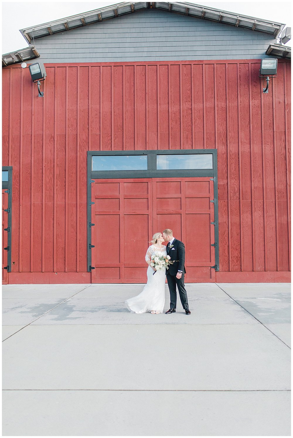 ERC-7294_A beautiful winter wedding in Snohomish, Washington at Thomas Family Farm was simply perfect.  This rustic and modern styled wedding was dripping with romance and photographed by Emma Rose Company, a pacific northwest wedding photographer..jpg