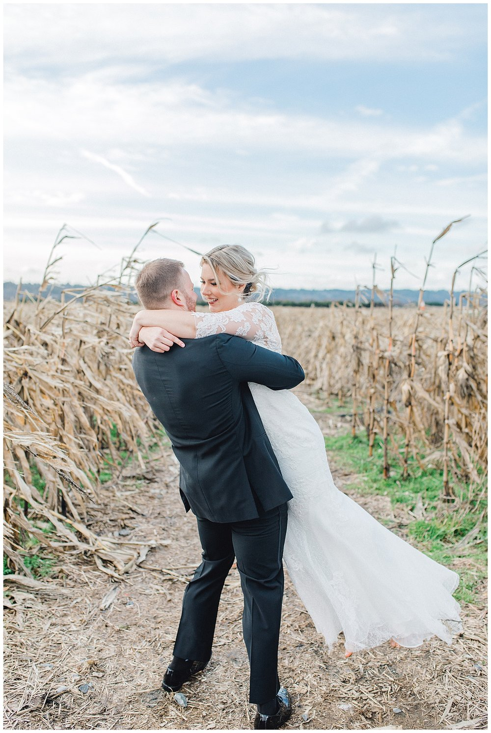 ERC-7552_A beautiful winter wedding in Snohomish, Washington at Thomas Family Farm was simply perfect.  This rustic and modern styled wedding was dripping with romance and photographed by Emma Rose Company, a pacific northwest wedding photographer..jpg
