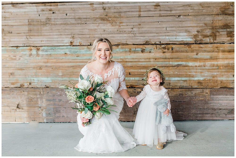 ERC-8116_A beautiful winter wedding in Snohomish, Washington at Thomas Family Farm was simply perfect.  This rustic and modern styled wedding was dripping with romance and photographed by Emma Rose Company, a pacific northwest wedding photographer..jpg