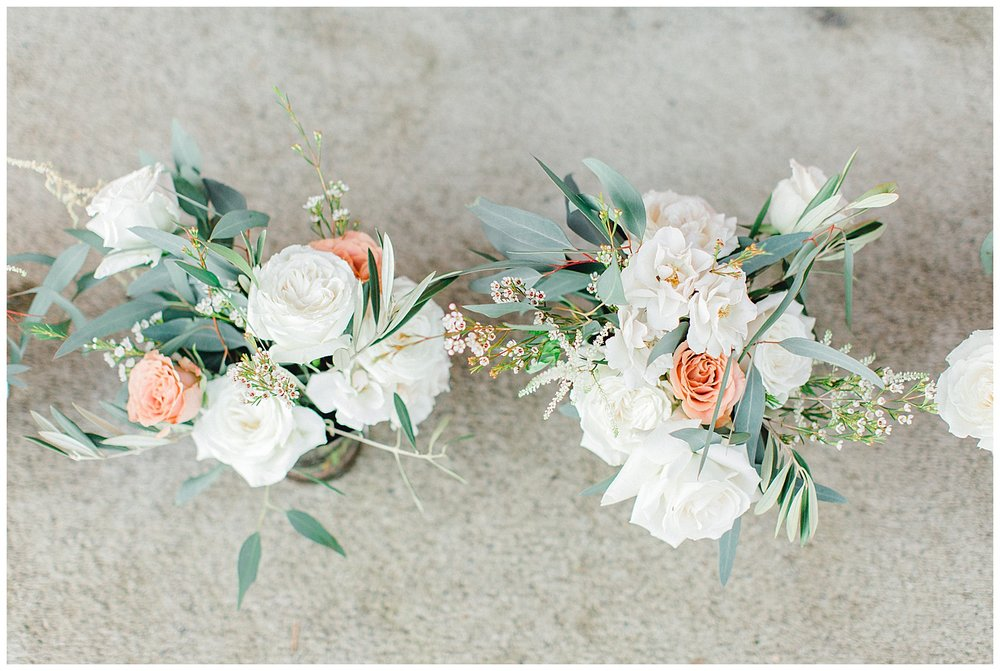 ERC-8739_A beautiful winter wedding in Snohomish, Washington at Thomas Family Farm was simply perfect.  This rustic and modern styled wedding was dripping with romance and photographed by Emma Rose Company, a pacific northwest wedding photographer..jpg