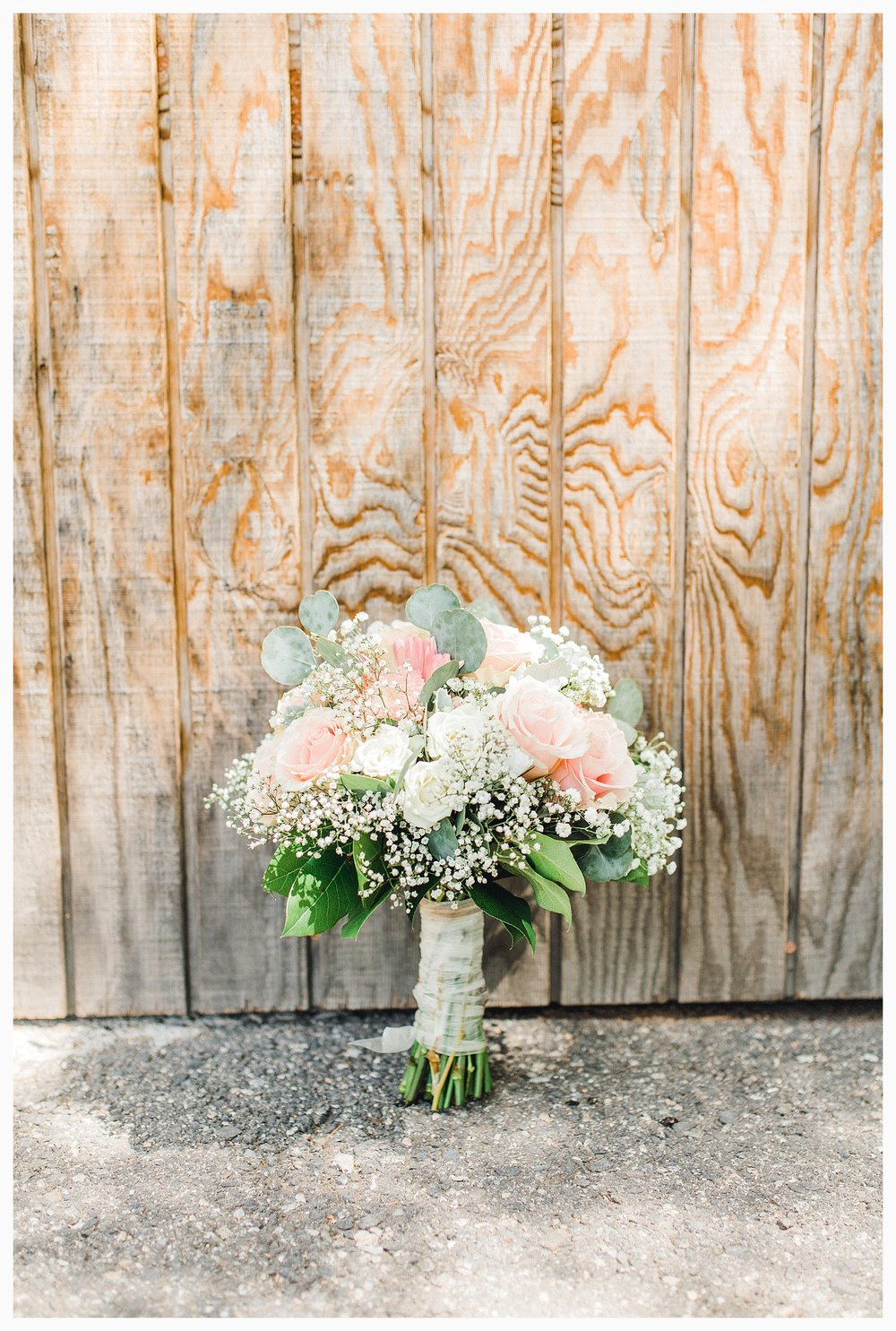 Rustic barn wedding in Wenatchee Washington at Sunshine Ranch on Easy Street, Emma Rose Company Seattle PNW Light and Airy Wedding Photographer_0043.jpg