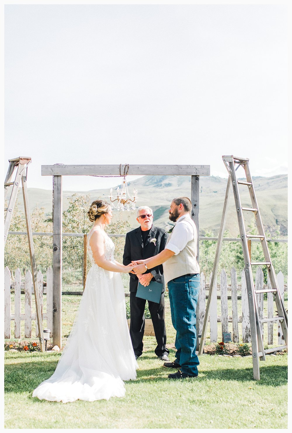 Rustic barn wedding in Wenatchee Washington at Sunshine Ranch on Easy Street, Emma Rose Company Seattle PNW Light and Airy Wedding Photographer_0062.jpg